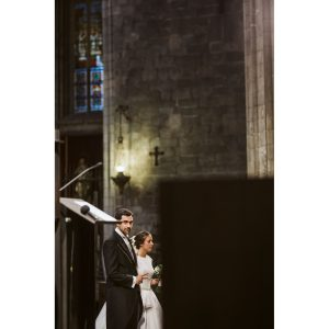 boda Girona, foto novios iglesia